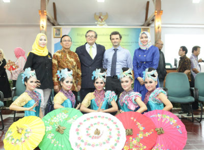 From left to right: Pipit Herlina (Leader of dancing group Sanggar Tari Mayang Binangkit), Drs. H. Abdul Kodir, M.Pd (SEKDA/Regional Secretariat of Tasikmalaya Regency), Rio Praaning Prawira Adiningrat (Secretary General, PA International Foundation), H.E. Patrick Herman (then Ambassador of the Kingdom of Belgium to Indonesia), Hj. Nurhayati Effendi (Member of the House of Representatives) at the 5 November 2016 roundtable conference 'Our Joint Brains: An End To Serious Malnutrtion, Under-Education and Poverty Through Agri-Infra Modernization – The Tasik Experiment' organized by TCF and the PA International Foundation at the Pendopo in Tasikmalaya