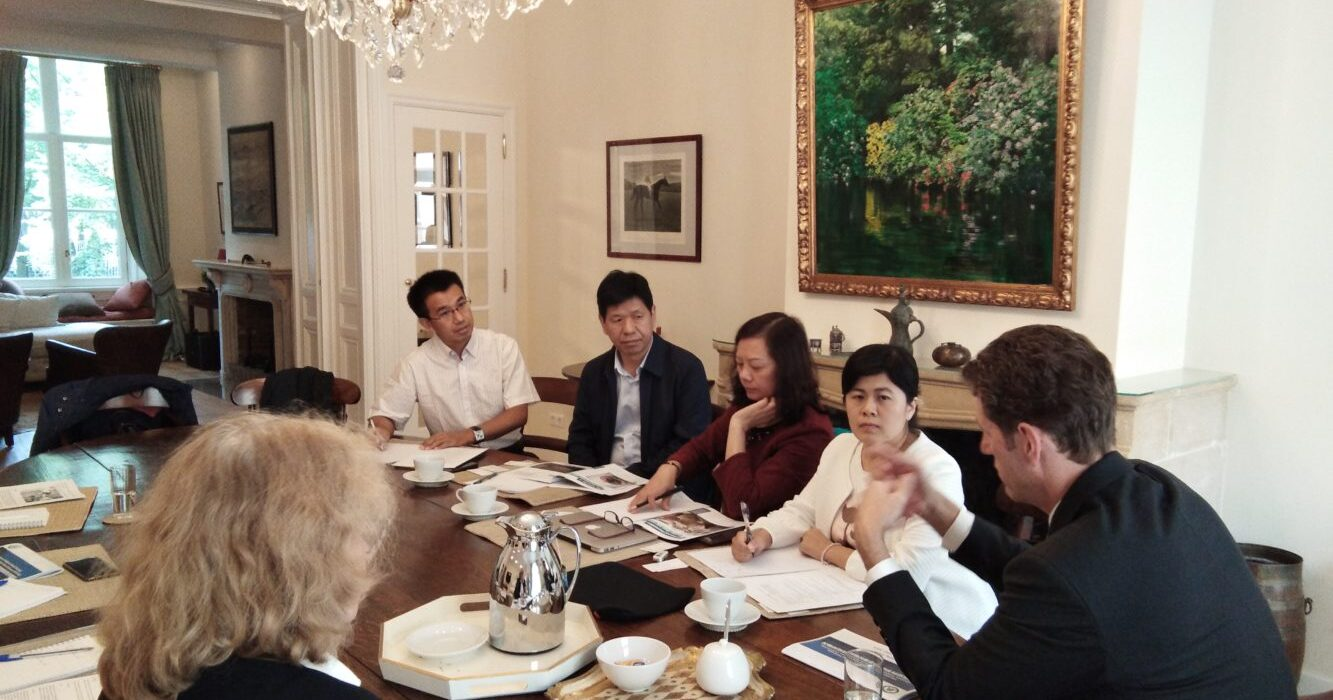 A delegation from the Institute of Animal Science of the Chinese Academy of Agricultural Sciences is received at PA in The Hague for a discussion on non-antibiotic animal feed (September 2019)