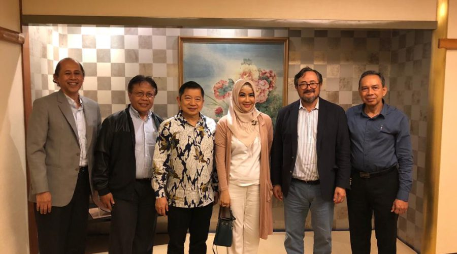 Then Advisor to President Joko Widodo and now BAPPENAS/Planning Minister Suharso Monoarfa is flanked to the left by his team members Chairil Abdini and Kemal Taruc, and to the right by Nurhayati Effendi, Member of the House of Representatives (Commission V), PA's Rio Praaning Prawira Adiningrat, and ports expert Wahyono Bimarso (2018)