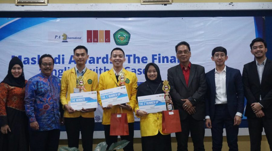 The prize ceremony of the Mashudi Awards/Best English Student Test at Siliwangi University (UNSIL) on 26 April 2019. From left to right: judge and Head of the UNSIL Cooperation Centre Ibu Santiana, UNSIL Vice Rector for Academic Affairs Prof. Deden Mulyana, winner Yadi Supriadi, 1st runner-up Andre Yuan Apri Wibawa, 2nd runner-up Asri Ainun Nisa, judge and Head of UNSIL's Language Centre Dr Soni Tantan Tandiana, judge and EBAC Lecturer Nanak Hikmatullah, and judge and PA Jakarta Consultant Pradipto Budiman